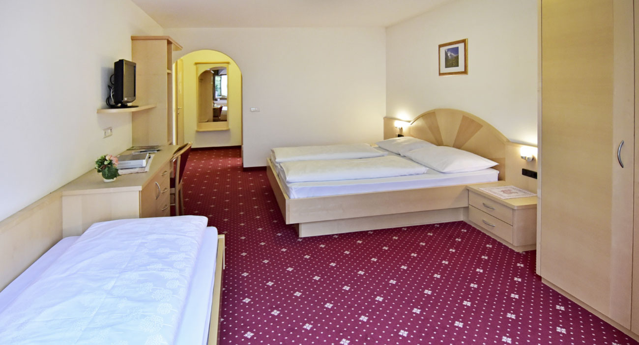 Residence-Weisses-Roessl-Zimmer-Sarntal-07